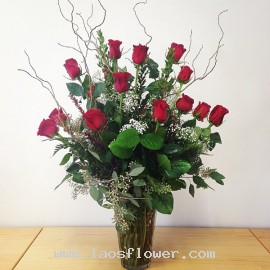 A Vase of 20 Red Roses